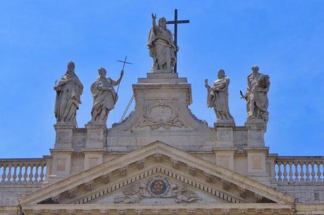 Detalle de la fachada de San Giovanni in Laterano en Roma