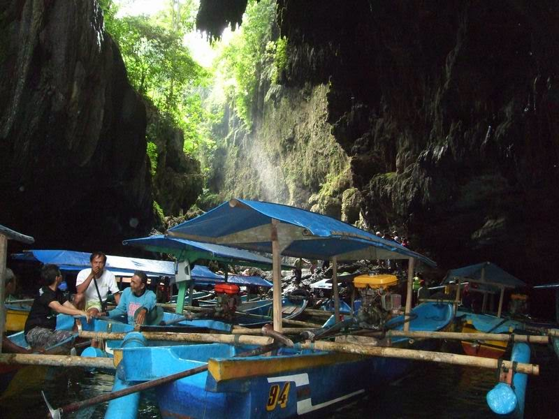 antrian perahu di green canyon