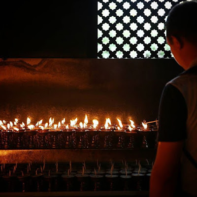 Velas en templo de Katmandú