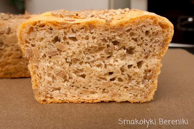 chleb słonecznikowy pieczony na drożdżach