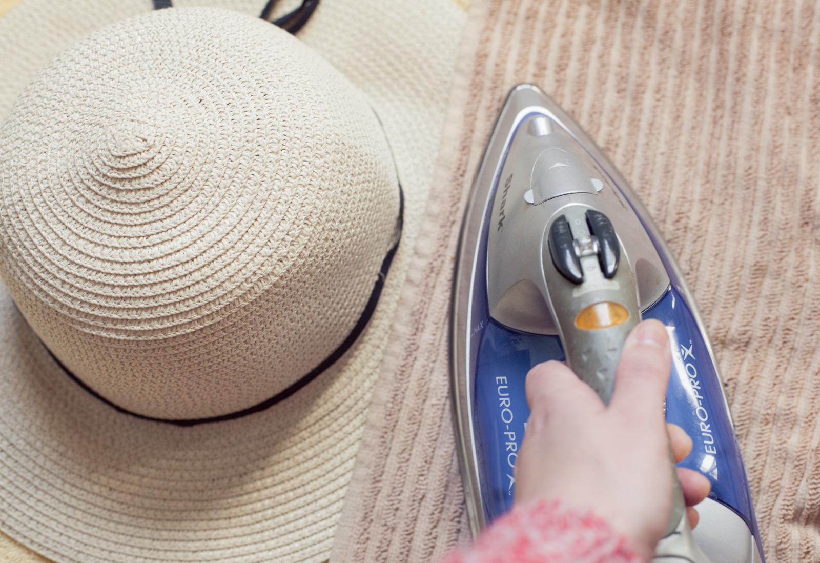 Reshape a straw hat with an iron