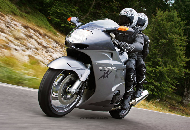 bike chooser 5000 honda cbr1100xx super blackbird real riders. Black Bedroom Furniture Sets. Home Design Ideas