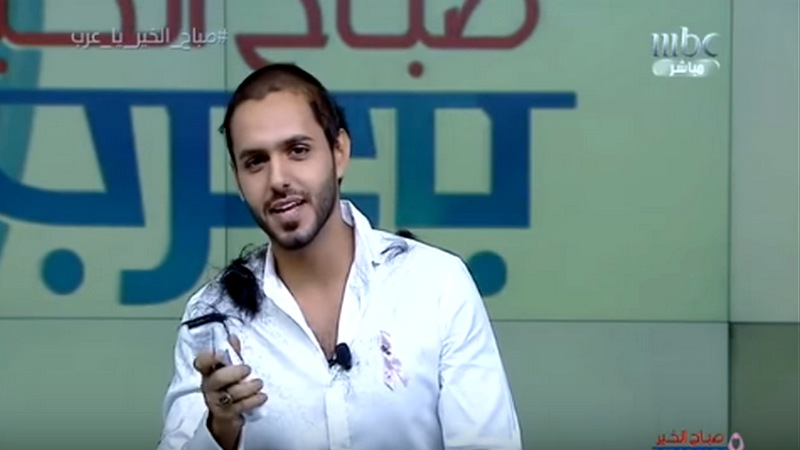 الإعلامي بدر آل زيدان يقوم بحلق شعره.. والسبب ؟