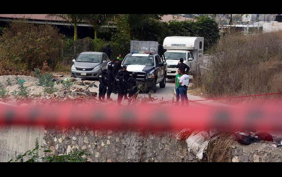 Sicarios emboscan y ejecutan a tres policías en Guerrero.