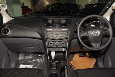 Interior Mazda BT-50 Pro