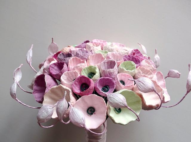 Bouquet da sposa con fiori di carta per matrimonio ecologico