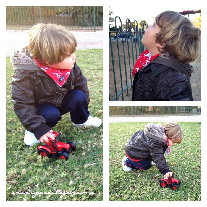 niño jugando el el parque con el forro polar de Peques Guapos