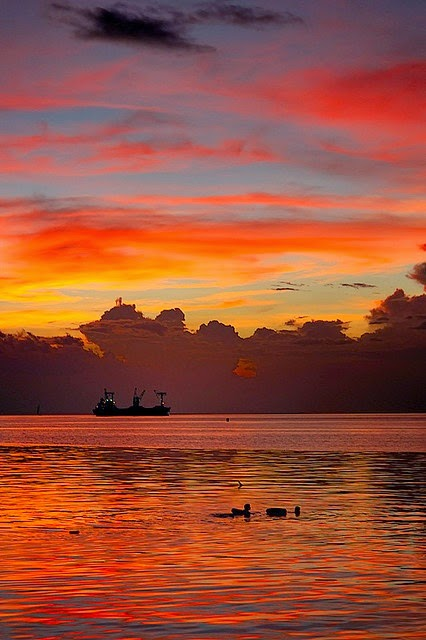 10 Most Famous Travel Destinations In Philippines | Manila Bay Sunset, Philippines