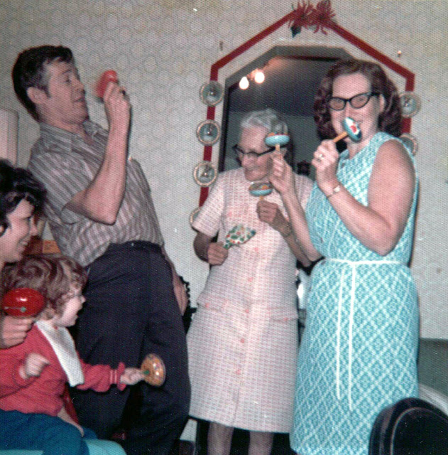Romantic Things To Do On New Years Eve: 49 Color Vintage Snapshots Show The New Year Parties From