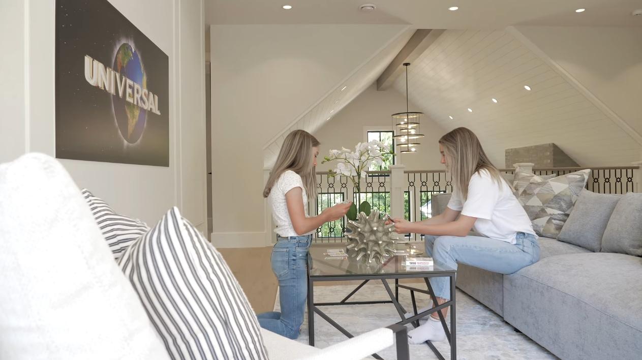 9 Photos vs. 2450 Lansdowne Road | Victoria - Luxury Home & Interior Design Video Tour