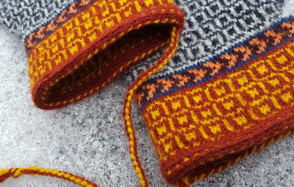 Knitting Inspiration : Lappone twined knitted mittens inspiration from finland