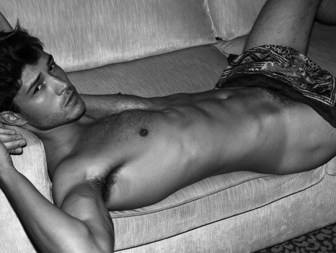 Modelli posano nudi: Francisco Lachowski FOTO