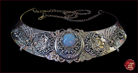 collier lune blanc opale magie moonchild necklace opalescent triple moon crescent wiccan magic goddess