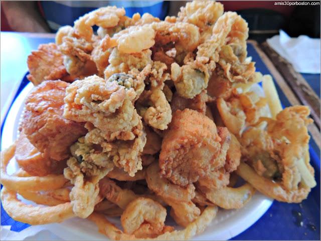 Lobster Shacks en Massachusetts: Bandeja de Marisco en el Clam Box de Ipswich