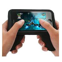 Une coque manette de de jeu pour iPhone 4 et 4s.