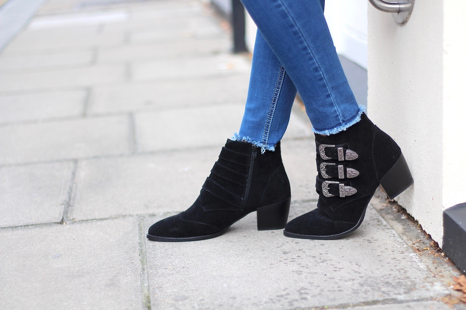 black buckle boots peexo