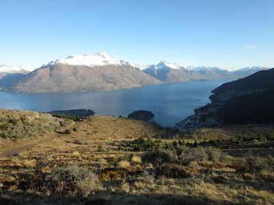 Lago Wakatipu y Queenstown desde el sendero de Queenstown Hill, Nueva Zelanda