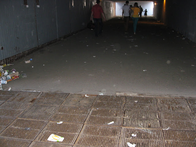 Фото Виталия Бабенко: мусор в переходе