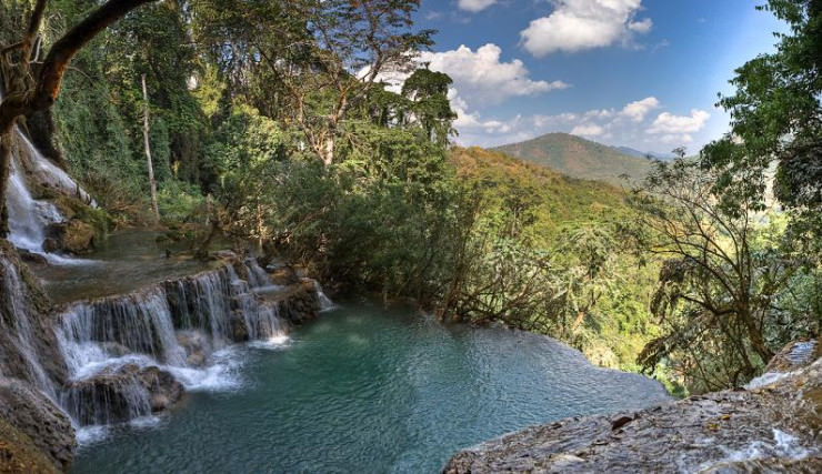 29 Most Amazing Infinity Pools in Pictures - Natural Pool in Tat Kuang Si Waterfall, Luang Prabang, Laos