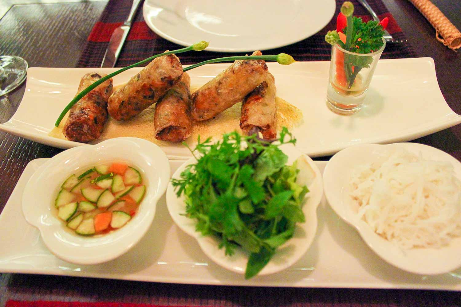 cha gio nuoc cham deep fried spring rolls