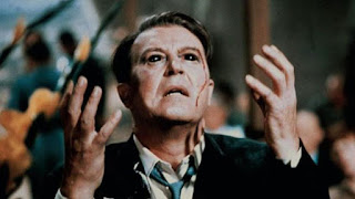 Ray Milland en una secuencia de El hombre con rayos x en los ojos