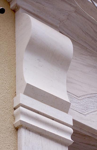 capitel para fachada en piedra moca portuguesa