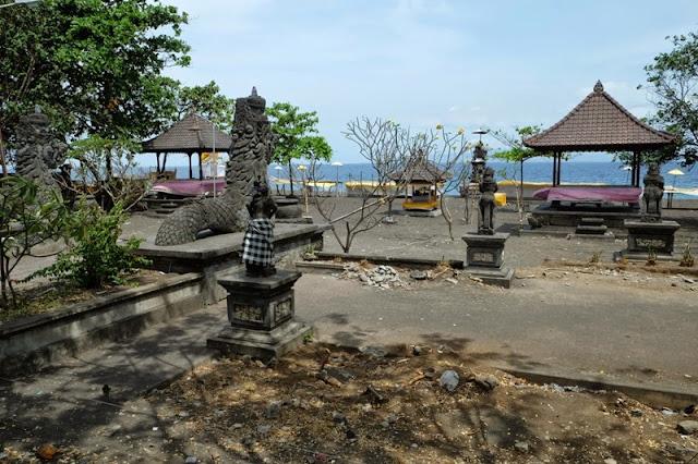 Goa Lawah, miejsce kremacyjne na plaży