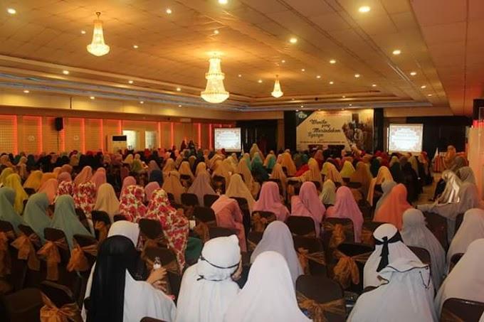 Suara Muslimah Wahdah dibuka oleh Ibu Bupati Kolaka