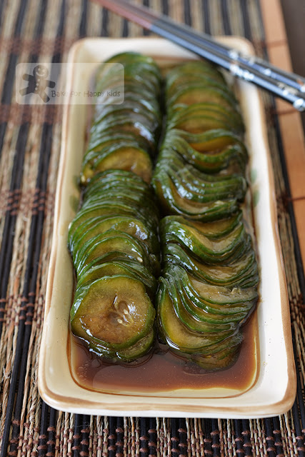 Chinese vinegar cucumber salad