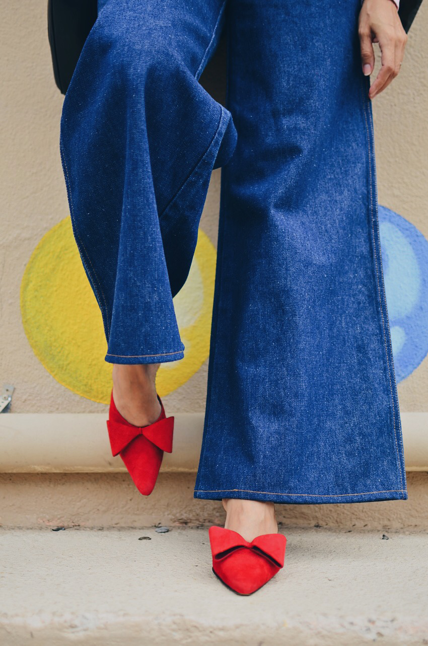 Shoes with bow street style