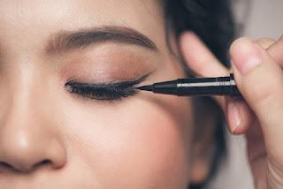 Bahaya Eyeliner Untuk Kesehatan Mata
