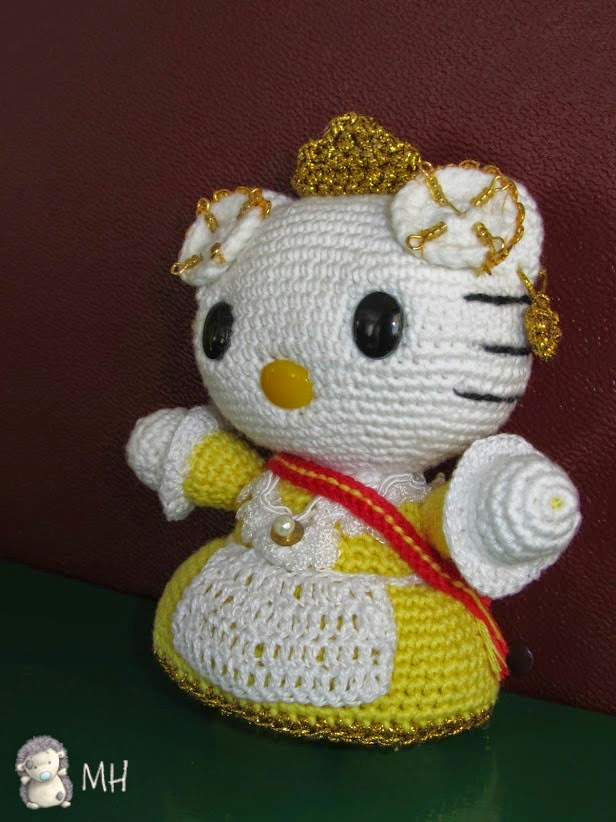 Hello Kitty vestida de fallera