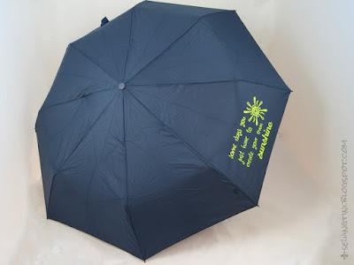 beplotteter Regenschirm