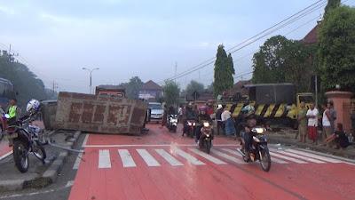 Truk TNI AL Terlibat Kecelakaan Beruntun, Satu Korban Meninggal
