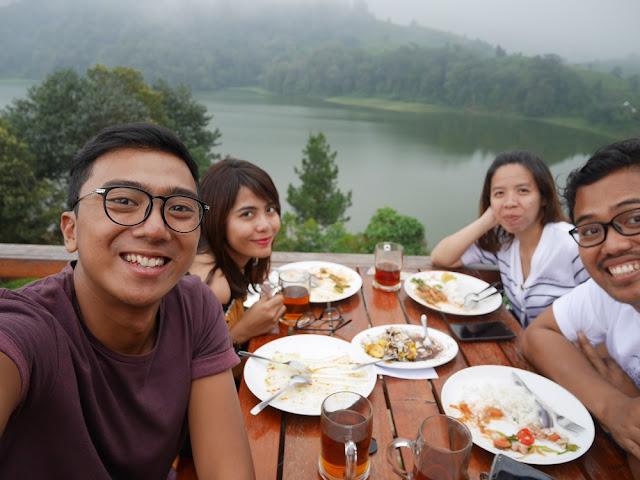 Makan cantik di Glamping Lakeside