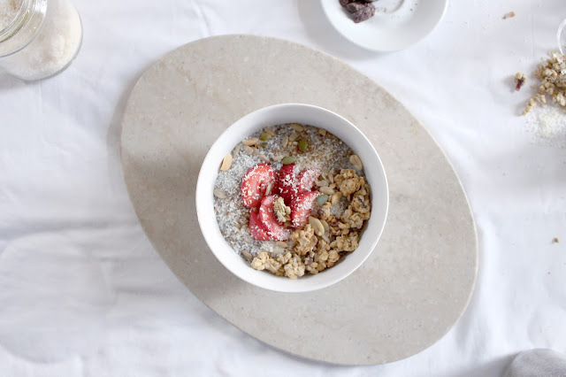 Always dreaming of a creamy dreamy chia seed pudding. This healthy and quick vegan breakfast recipe is also wholesome and healthy giving you so much energy to start the day! Filled with chia seeds, granola clusters, cocoa, coconut, fruits, and more. Best breakfast chia seed pudding recipe.
