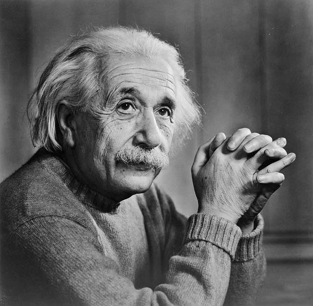 """ALBERT EINSTEIN : """"Je ne peux pas imaginer un Dieu qui récompense et punit l'objet de sa création. Je ne peux pas me figurer un Dieu qui réglerait sa volonté sur l'expérience de la mienne. Je ne veux pas et je ne peux pas concevoir un être qui survivrait à la mort de son corps. Si de pareilles idées se développent en un esprit, je le juge faible, craintif et stupidement égoïste."""" (Albert Einstein / 1879-1955 / Comment je vois le monde / 1934)"""