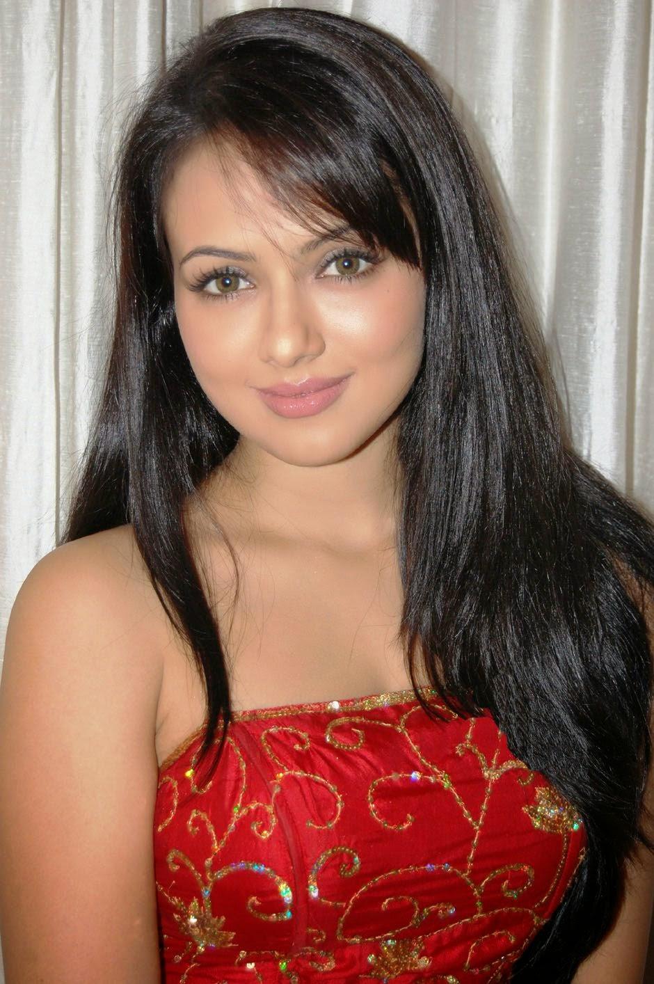 Bigg Boss Contestant And Model Sana Khan Unseen Hot Pics -2445