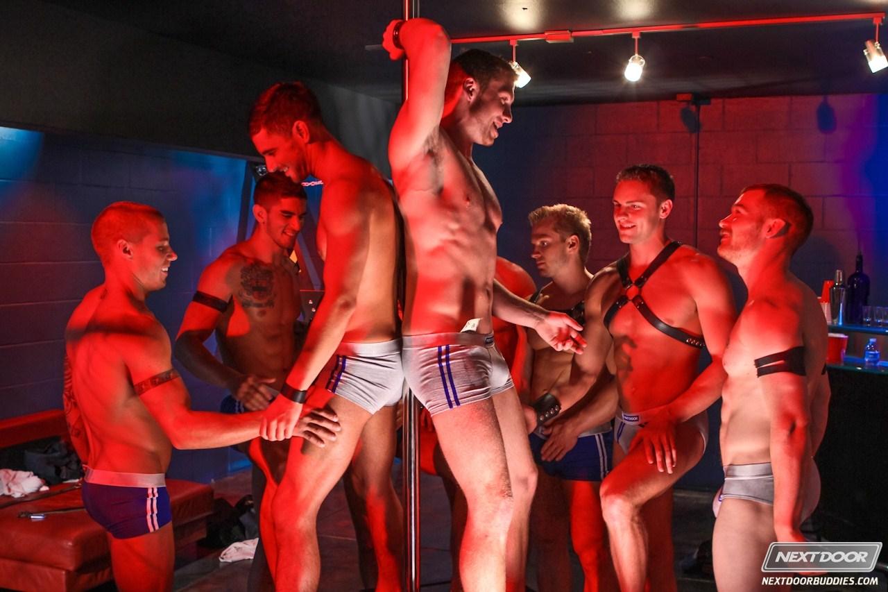 Фотки стрптиз парин гей