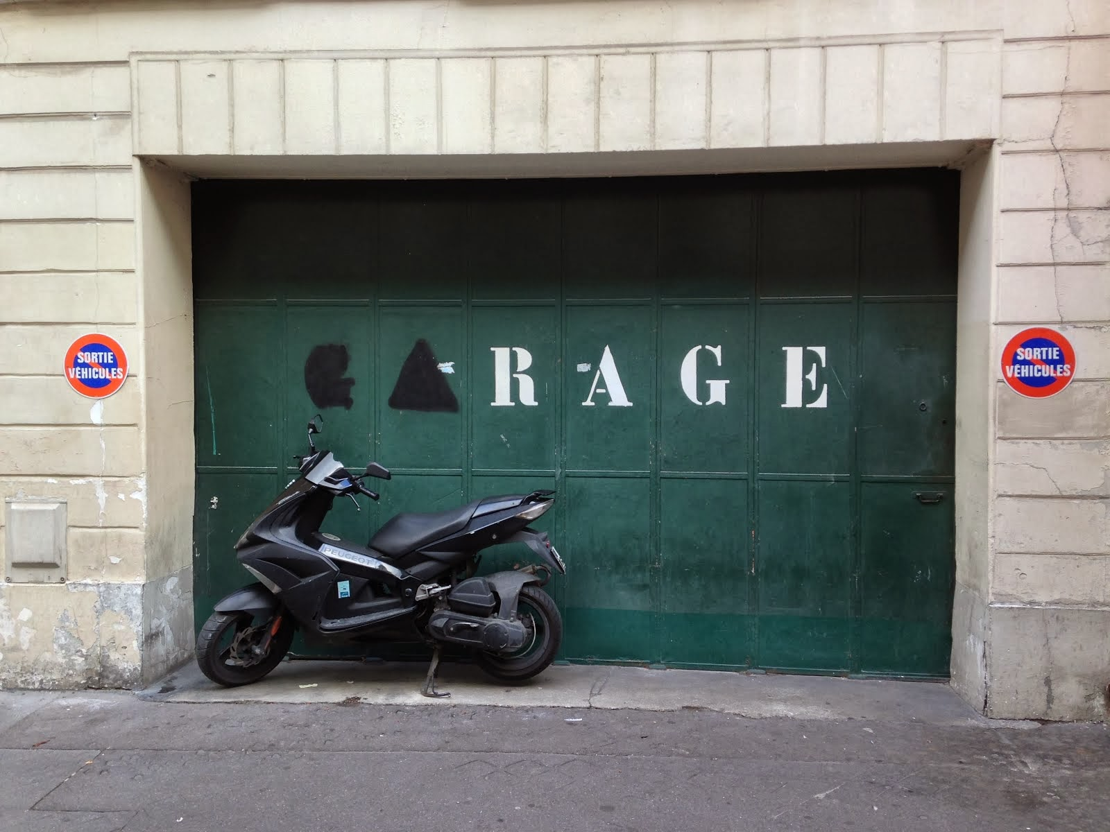 On rue du Cherche-Midi, Paris