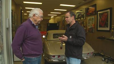 Peter Klutt (a dir.) em cena da série - Divulgação