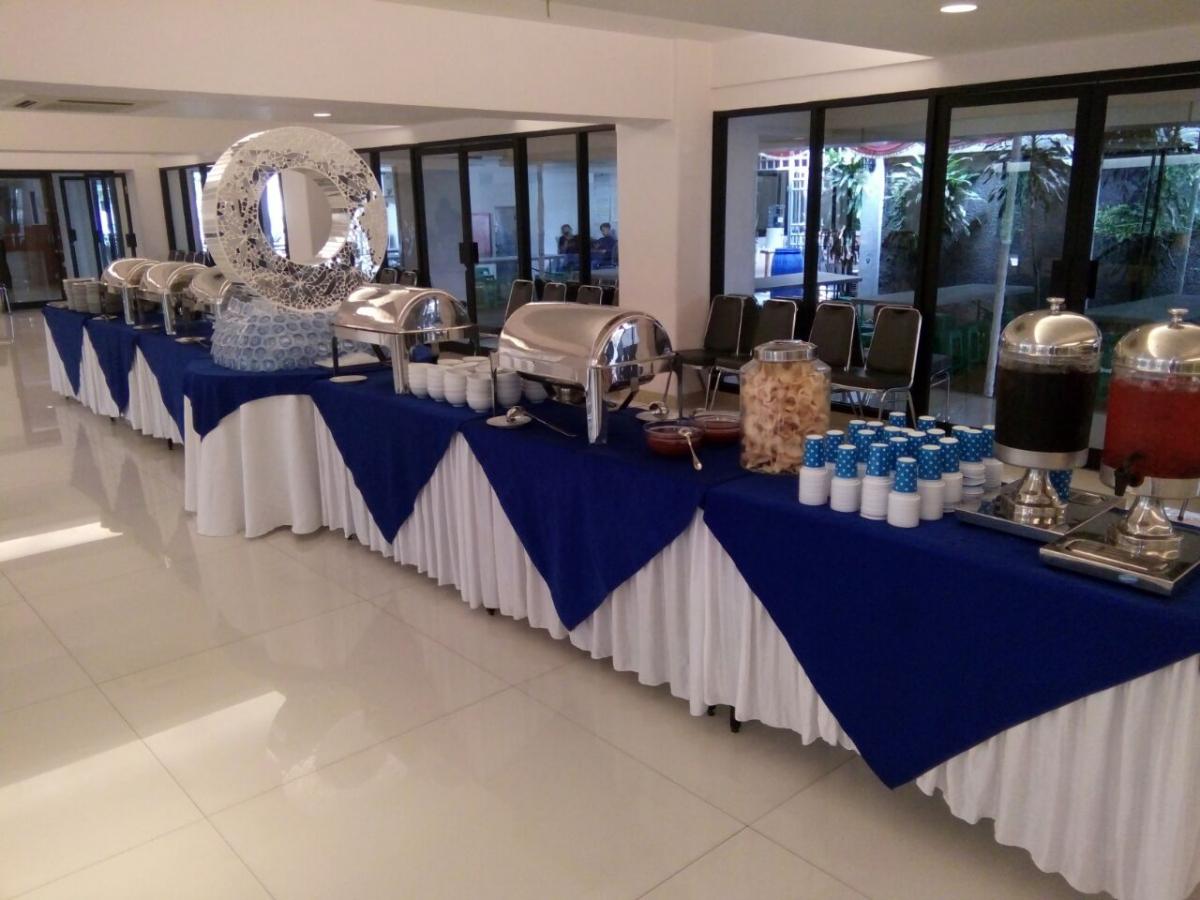 Catering Jakarta Spesialis Catering Citarasa Masakan Indonesia dan Catering Masakan Tradisional Indonesia untuk Acara Perusahaan, Pertemuan, Seminar, Pesta Resepsi Pernikahan, Buka Puasa Bersama, Halal Bi Halal & Reuni Sekolah