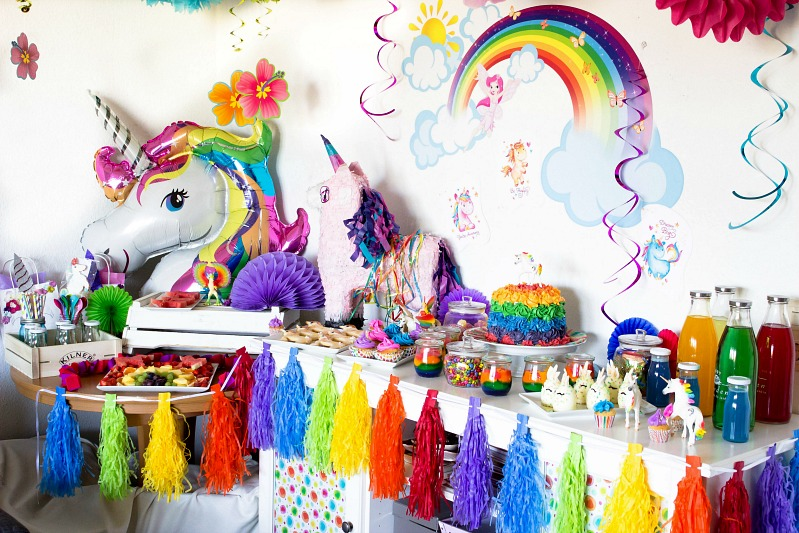 ideen f r eine tolle einhorn regenbogen party sasibella. Black Bedroom Furniture Sets. Home Design Ideas