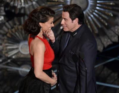 John Travolta con Idina Menzel en los Oscar