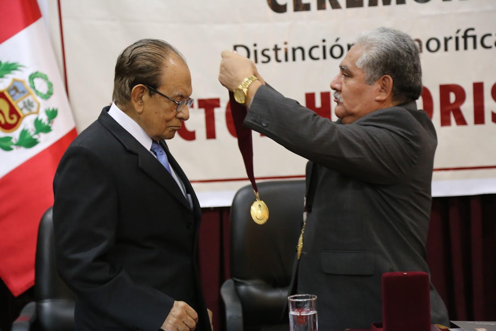 UNI entregó Doctor Honoris Causa a Augusto Mellado