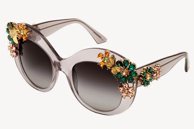 88c415e63adeb ... óculos de sol da Dolce   Gabbana verão 2015. Adornados com flores de  cristais Swarovski