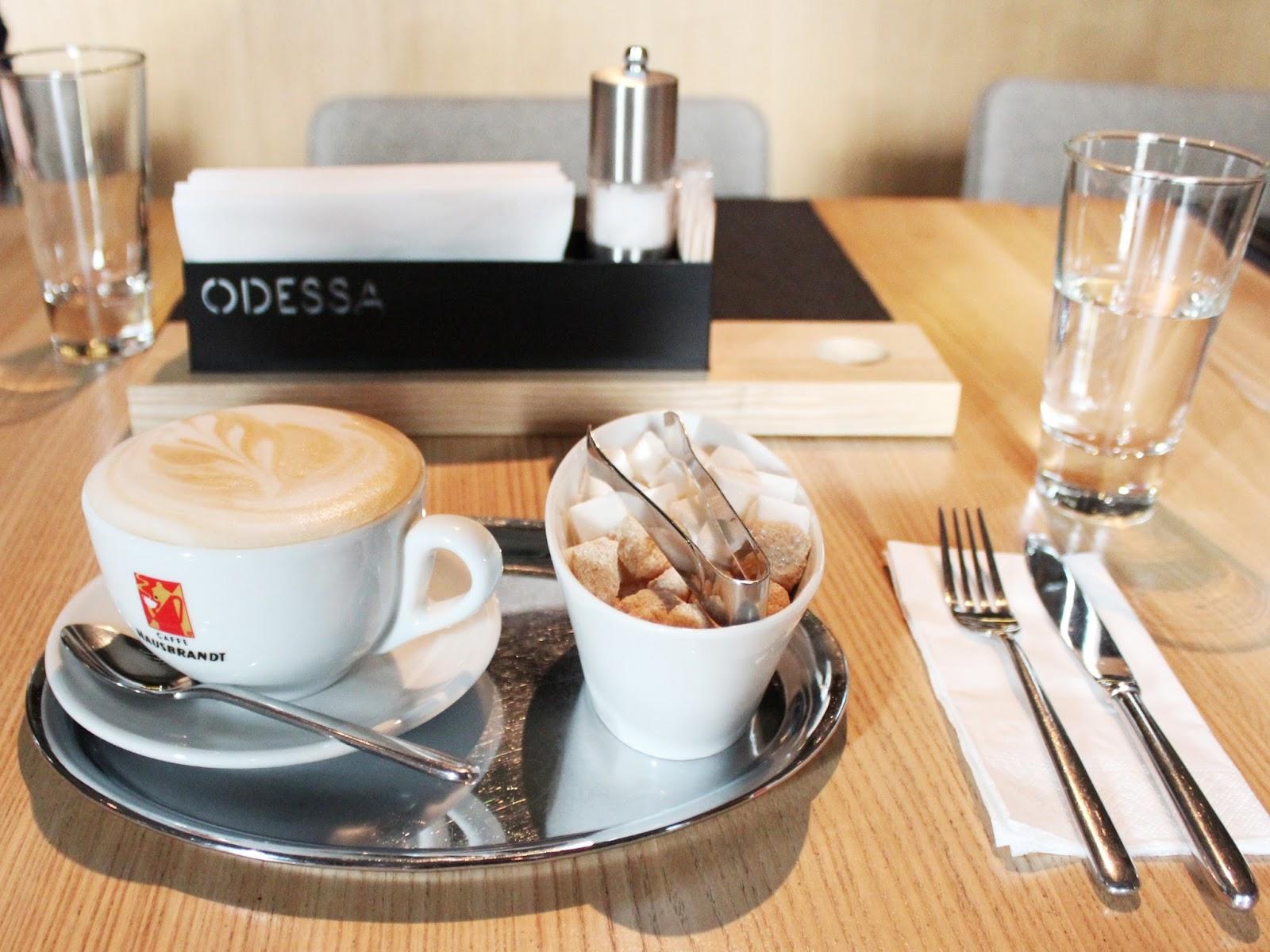 Ресторан Одесса, капучино, правильная подача капучино в рестоанах