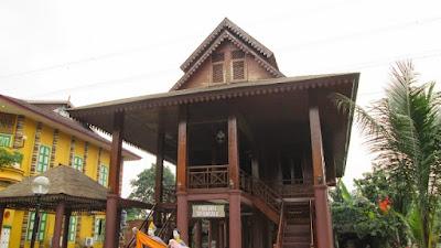 Desain Asli Rumah Adat Sulawesi Utara