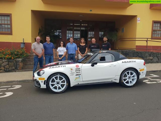 Puntallana recibie al piloto de rallye y vecino Carlos David García