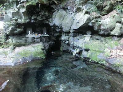 白糸の滝:お鬢水